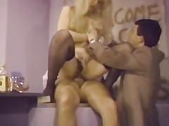 moden puling sucking brunette