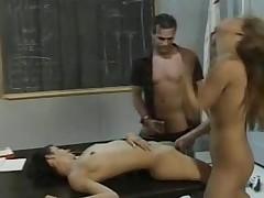 trío sexual vintage dos mujeres un hombre