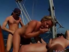 sædsprut utendørs blonde gruppe