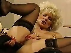 solo blonde milf strømper