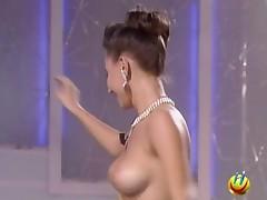 italiensk brunette strømper strippe